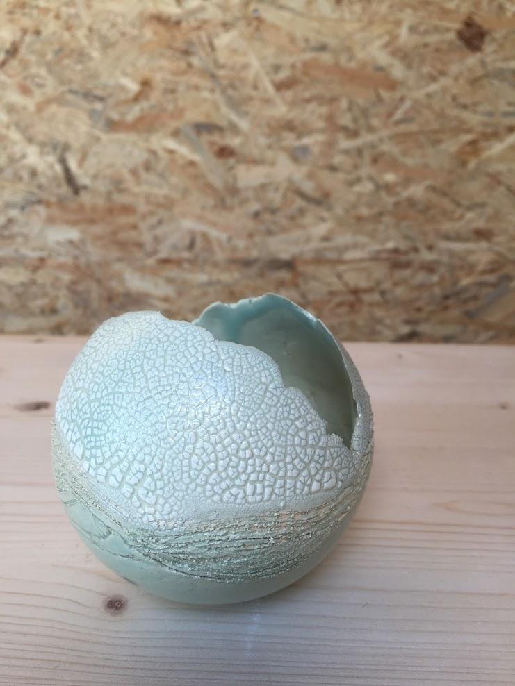 theelichtje , bol uit klei in malle gemaakt. lichtblauwe glazuur erop